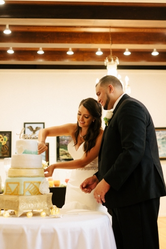 bride and groom cut the cake-1