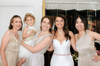 bridesmaids pose with the flower girl-1